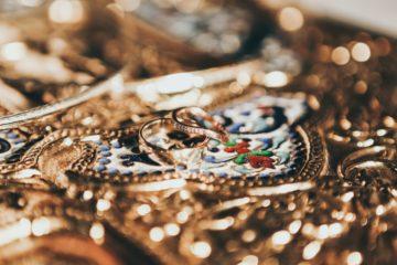 sklep z biżuterią - złota biżuteria